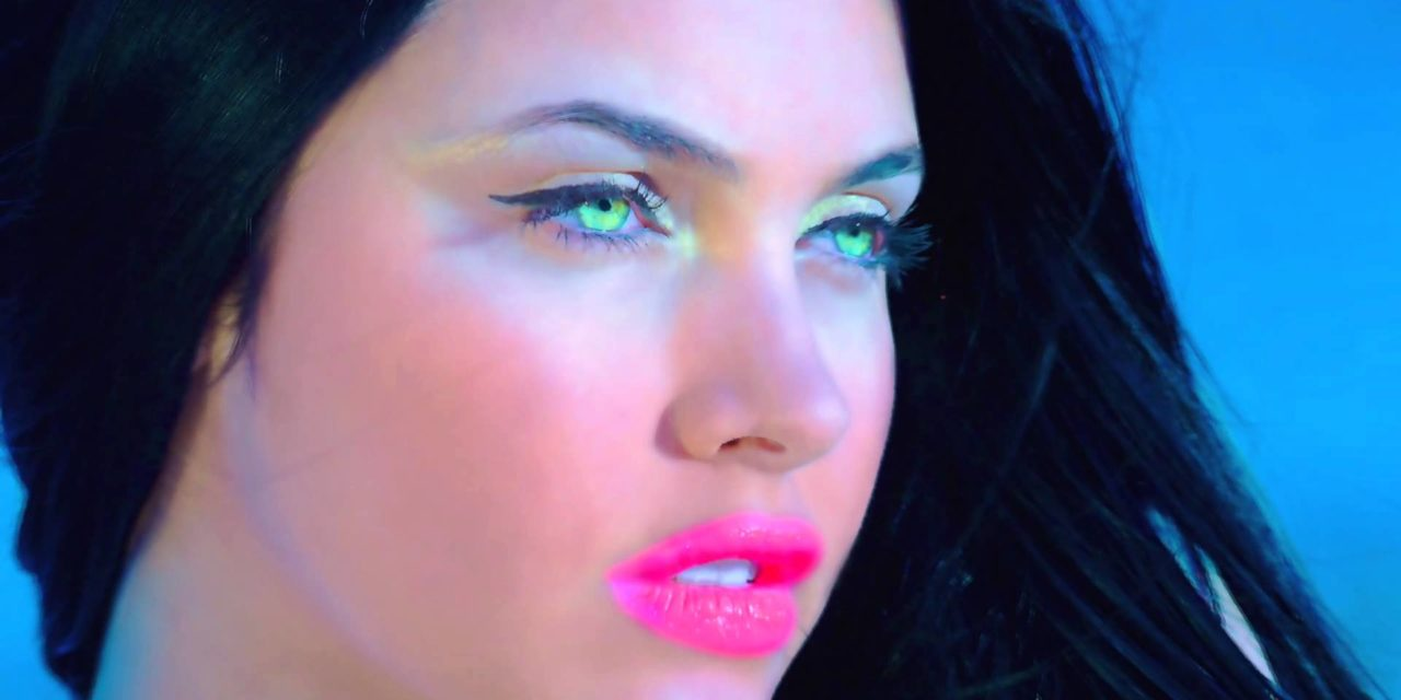 Ragazza video Travesuras: chi è la modella nella canzone di Nicky Jam?